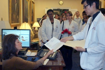 Med students deliver petition to Governor's office